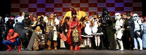各国から20組が参加した仮装コンテスト=2015年10月24日