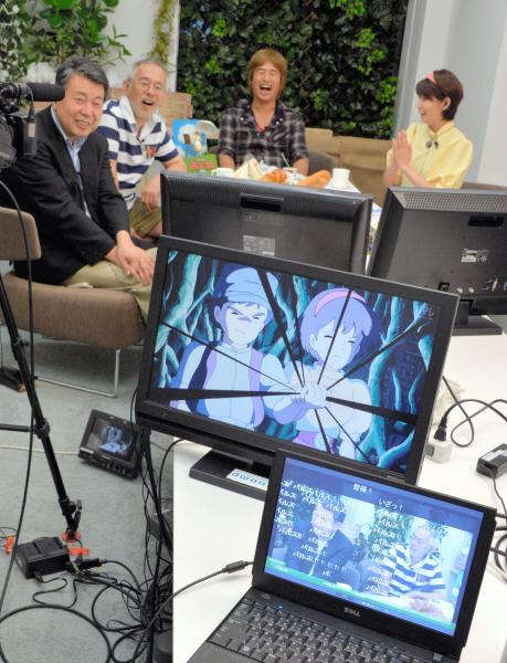 「ニコニコ生放送」の実況中継では、出演者らもセリフに合わせて「バルス」と叫んだ=2013年8月2日、瀬戸口翼撮影