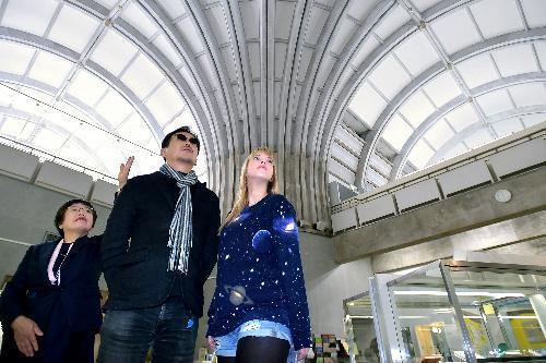 【北九州市立中央図書館】アーチ型の天井