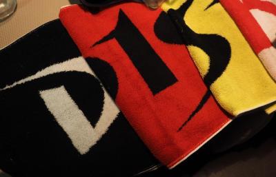 高橋大輔さんのタオル。毎年、違う色が発売された