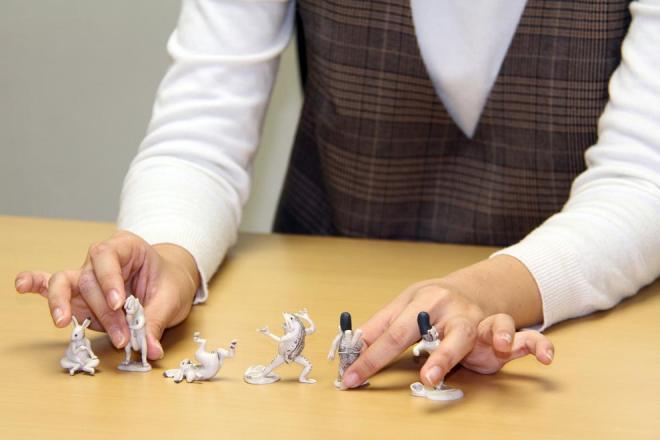 常木さんの初めての企画が商品化された「ガシャポン 鳥獣机画」