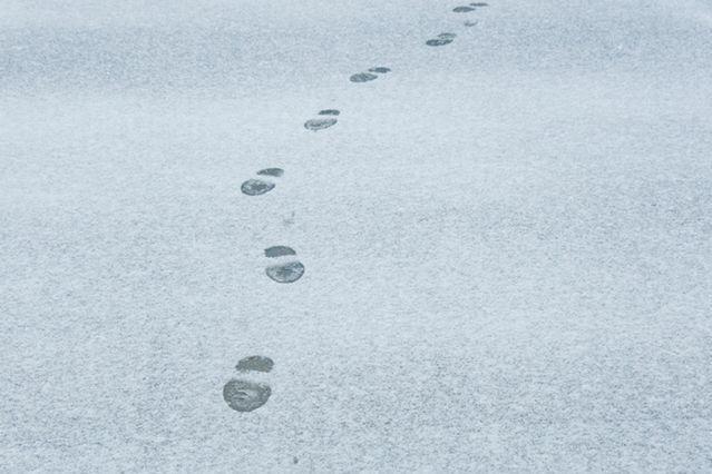 雪の日、靴選びや歩き方にも注意しないと思わぬ惨事に