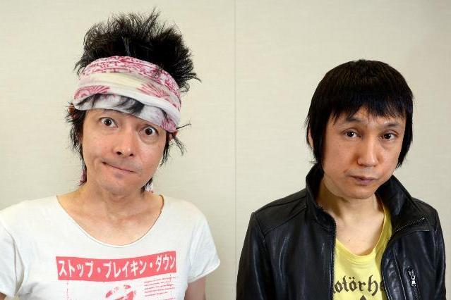 ザ・クロマニヨンズの甲本ヒロト(右)と真島昌利 =2012年12月、西田裕樹撮影