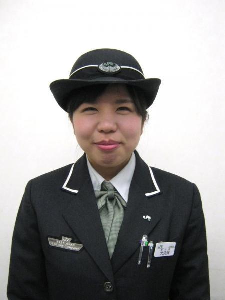 JR郡山駅の営業係の大久保優香さん