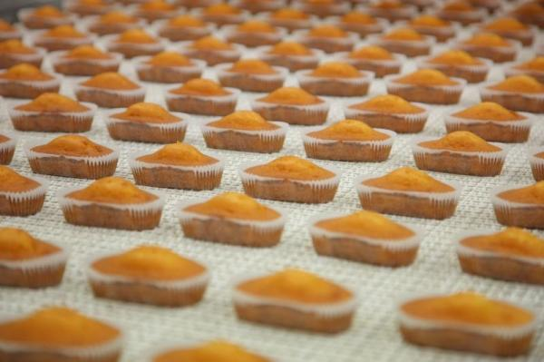 ケーキ製造の様子