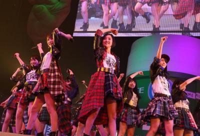 「東西アイドル対決」で登場したHKT48。最後はじゃんけんで乃木坂46に勝利した
