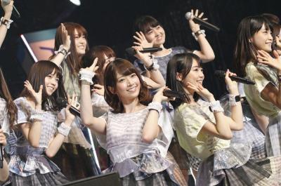 「東西アイドル対決」で登場した乃木坂46。じゃんけんでHKT48に敗れた
