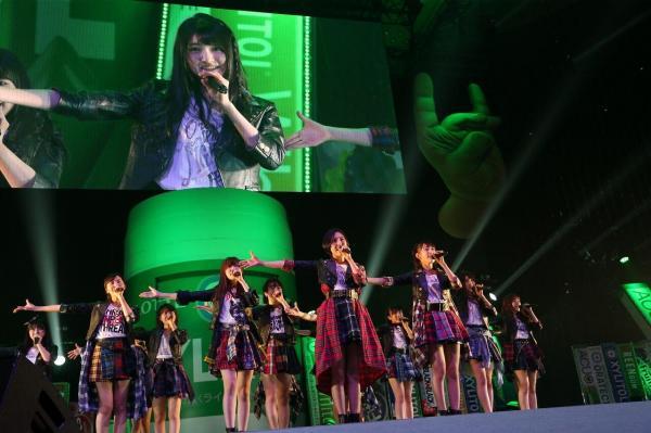 「東西アイドル対決」に登場したHKT48=1月25日、日本武道館