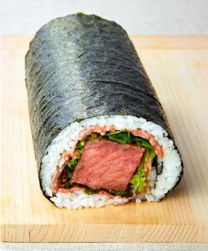 松阪牛ステーキ入りの恵方巻き=東武百貨店提供