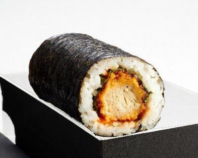 近大マグロをレタスで包んだソース味の恵方巻き「近大マグロかつ巻」=ジェイアール西日本デイリーサービスネット提供