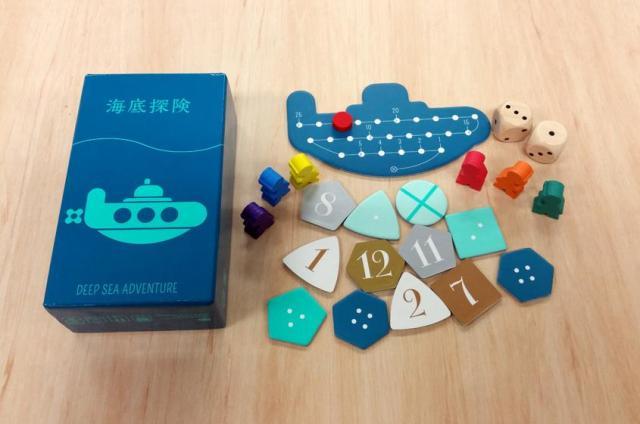 財宝のチップや潜水艦のボード、カラフルなコマなどのデザインも「海底探険」の魅力のひとつ
