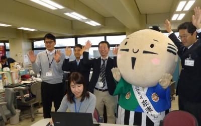 歓喜に沸く浜松市職員