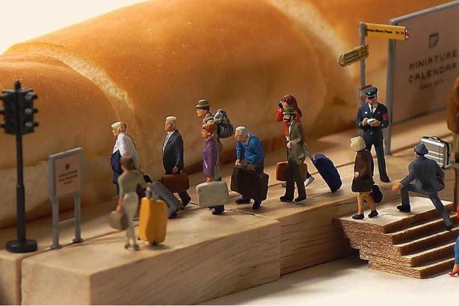パンで新幹線を表現したミニチュア写真