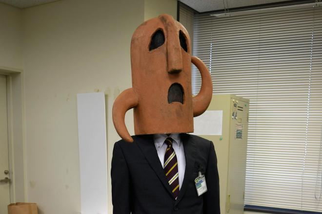 職場でのハニワ課長。「開いた口がふさがりません。埴輪だけに」のセリフでブレーク