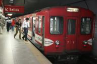 アルゼンチンの首都、ブエノスアイレスの地下鉄を走る旧丸ノ内線車両