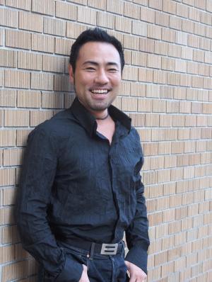 西川悟平さん=東京で、井上写す
