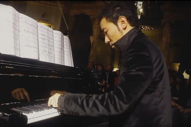 「7本指」のピアニスト、西川悟平さん