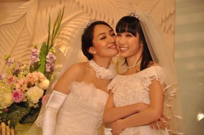 昨年4月に結婚式を挙げた一ノ瀬文香さん(左)と杉森茜さん