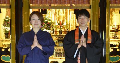 「諸行無常ズ」の津久井さん(左)と麻田さん。小野田 陽一撮影