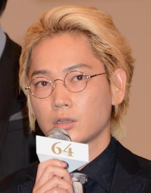 「これだけの方々が集まる日本映画ってやっぱりいいな」と語る綾野さん