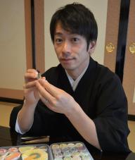 極楽寺の僧侶・麻田さん。お寺ではイベントや講演会がさかんに開かれています