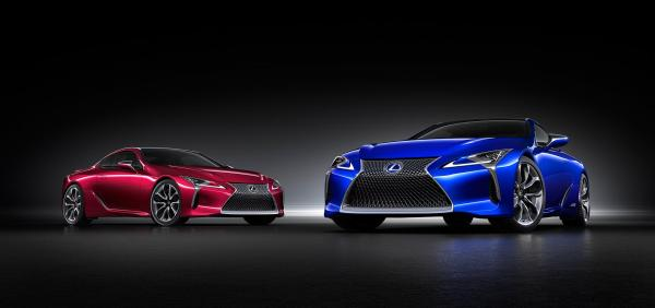 LC500h(右)とLC500