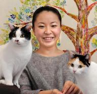オーダーメイドではんこを作ったり、各地でワークショップ・個展を開いたりする津久井さん。愛猫「うめ・ゆず」も人気者です