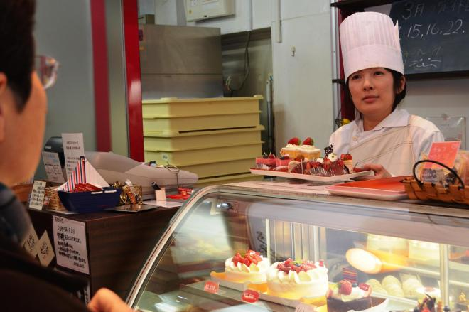 福島県いわき市の洋菓子店「アンジェリーク」。パティシエの伊藤志保さんは、原発事故下の街で店を開け続けた