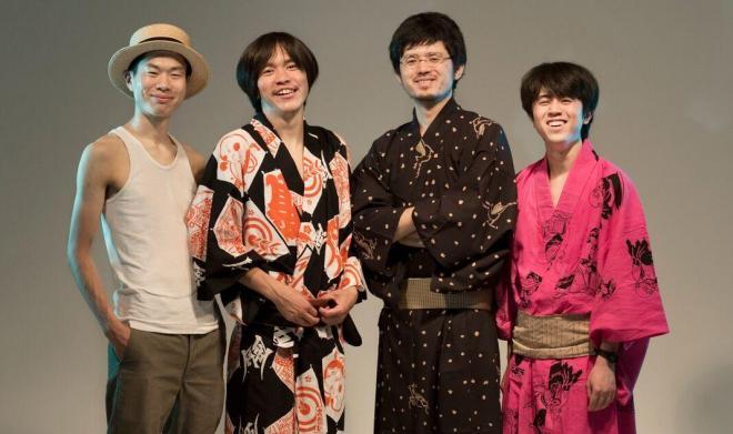 snapのメンバー。左から泉太郎さん(ベース)、佐古勇気さん(ギター、ボーカル)、宗村北斗さん(バイオリン)、柳沢明史さん(ドラム=旧メンバー)