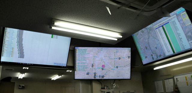 宇野バス社内で運行管理に使われているモニター