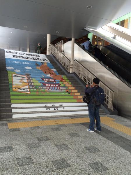 JR奈良駅の看板。非公認キャラの「リニー君」はいない