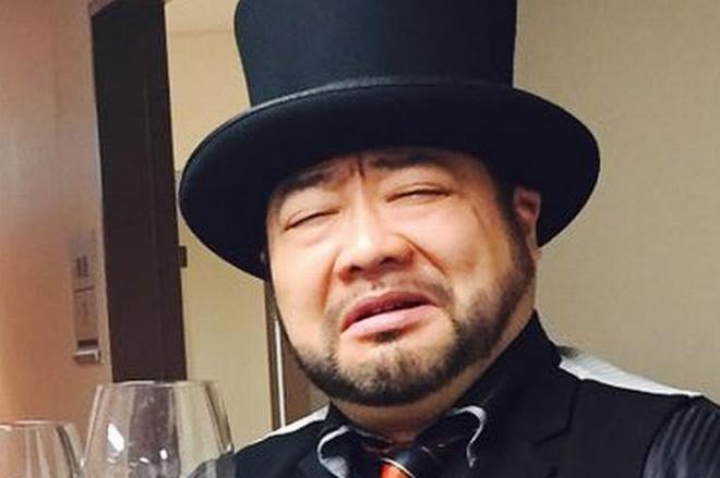 「嫌い」と言いつつも、求められれば笑顔でサインに応じてくれる山田ルイ53世さん