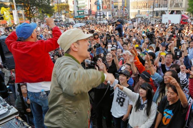 「SEALDs」などが主催した抗議行動に登場したラップグループ「スチャダラパー」