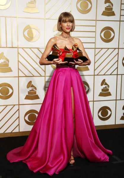 グラミー賞で「年間最優秀アルバム」、「最優秀ポップ・ヴォーカル・アルバム」、「最優秀ミュージック・ビデオ」の3冠を達成したテイラー・スウィフト