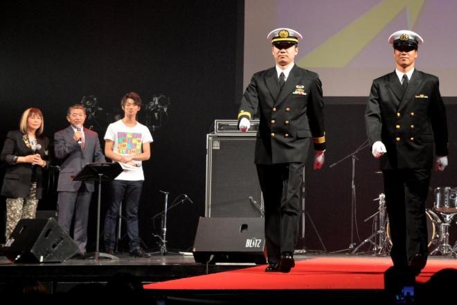 海上自衛隊の幹部と海曹用冬礼装