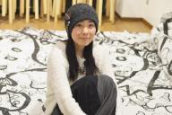 アーティストのオーマ(Ouma)こと小俣知子さん。海外では「自分を差し出す」権利を売り出して食いつないだ