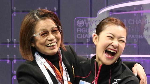 村上佳菜子選手と山田満知子コーチ
