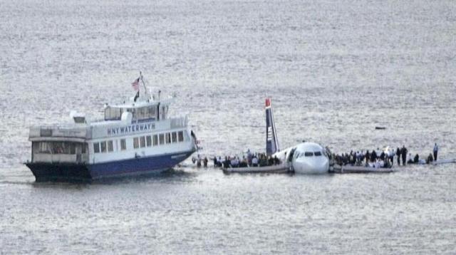 2009年1月に起きたニューヨークのハドソン川への飛行機不時着事故では現場写真がすぐに投稿された=ロイター
