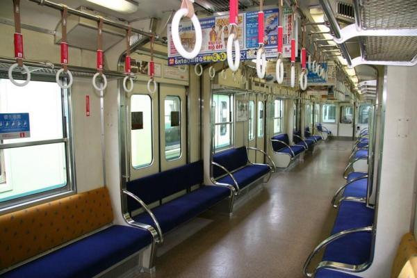 座席が昇降する様子(3)