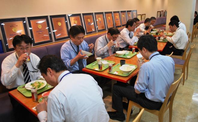 リニューアル前の社食の様子