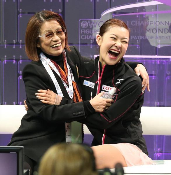 村上佳菜子と山田満知子コーチ
