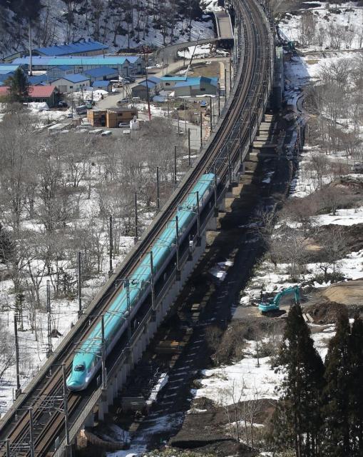青函トンネルを抜けた北海道新幹線のH5系