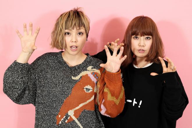 PUFFYの大貫亜美さん(右)と吉村由美さん=東京都渋谷区、西畑志朗撮影