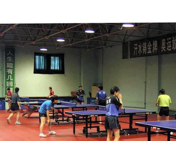 【2005年4月23日】福原選手も練習する遼寧省体育運動技術学院の卓球館