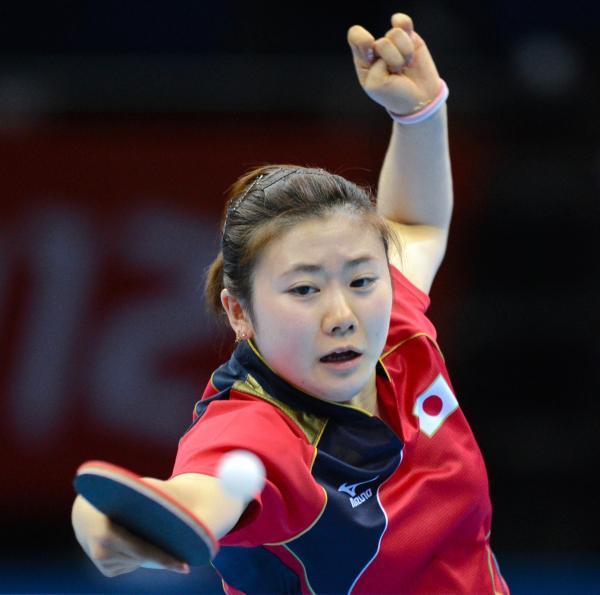 【2012年8月7日】ロンドン五輪女子団体決勝で中国の李暁霞と対戦した福原愛選手