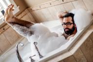 カナダの写真家Masika Allan氏が撮ったセクシーなおじさんの写真