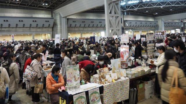 多くのアニメファンでにぎわった昨年暮れのコミックマーケット=東京・有明の東京ビッグサイト