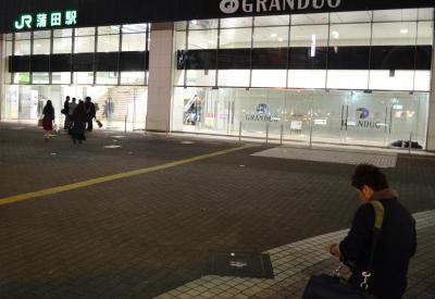 「初めて行く駅の場合は、声をかける前に周辺をうろつきますね。自分が寝過ごして降りてしまったと仮定して、ラーメン屋さんやカラオケ、ネットカフェなどがどこにあるかを見て、駅からどういう経路で歩くだろうかと想像しますね」(上野D)
