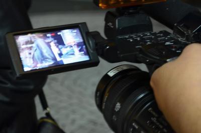 カメラに映るのは千葉から横浜に遊びに来たという女性。今日一きれいな方でしたが撮影NGでした