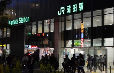4月9日午後11時、東京・蒲田駅西口=写真はいずれも佐々木洋輔撮影